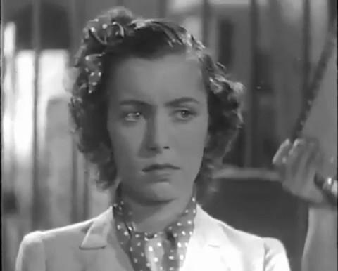 Le drame de Shanghaï (1938) de Georg Wilhelm Pabst : Cheng harangue les foules et Kay chante; Kay tue Ivan
