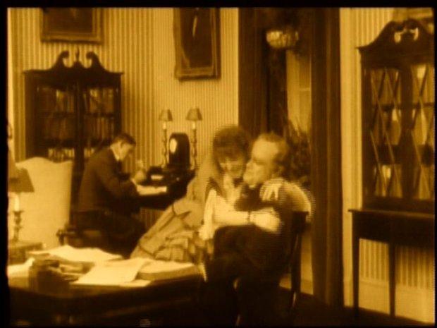 20 000 lieues sous les mers : à gauche, Edna Pendleton; à droite, Dan Hanlon.