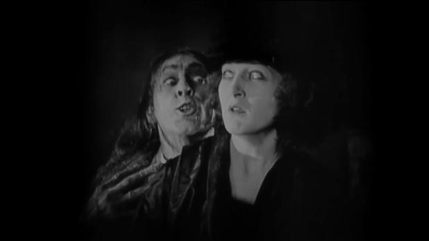 John Barrymore et Martha Mansfield dans le film muet américain Dr. Jekyll and Mr. Hyde (Docteur Jekyll et M. Hyde, 1920) de John S. Robertson