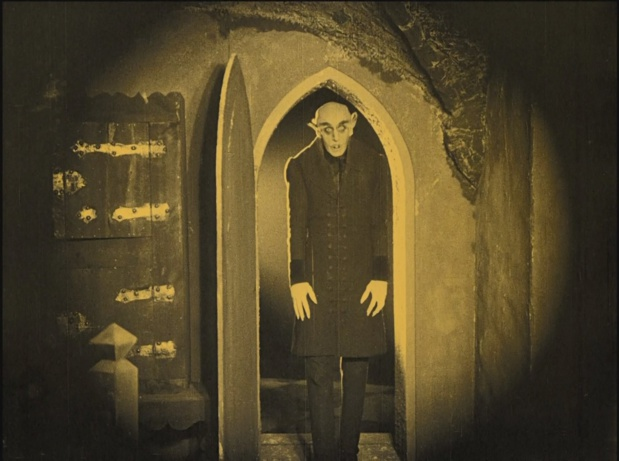 Nosferatu Eine Symphonie des Grauens (Nosferatu, une symphonie de l'horreur, 1922) de Friedrich Wilhelm Murnau : la diligence surnaturelle; et Nosferatu vampirise Hutter (HD)