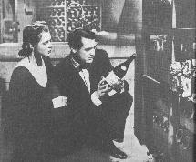 Notorious (1946), d'Alfred Hitchcock : Alicia et Devlin se sont introduits dans la cave