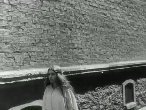 Renée Savoy dans La perle
