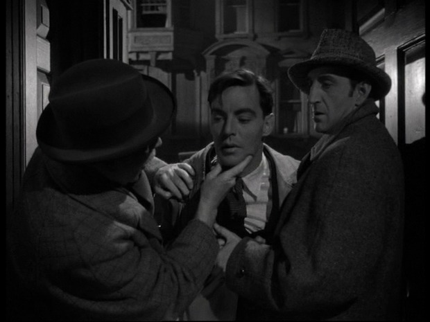 The woman in green : au centre, Coulter Irwin; à droite, Basil Rathbone est Sherlock Holmes