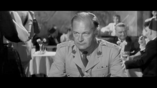 Bitter victory (Amère victoire, 1957) de Nicholas Ray : Leith achève le blessé