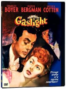 Gaslight, remake d'un film anglais dont les producteurs s'acharnèrent à détruire toutes les copies