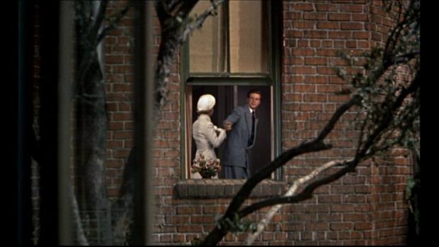 A droite, Rand Harper dans Rear window