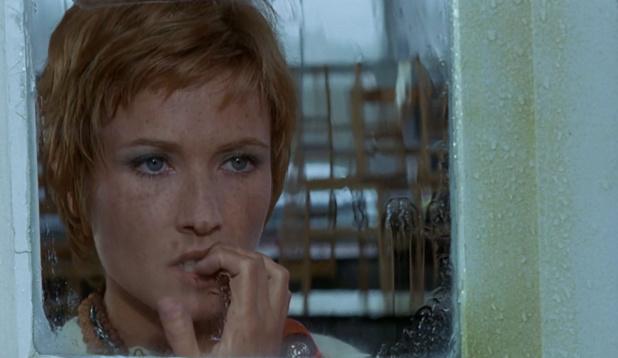 Marlène Jobert dans Le passager de la pluie