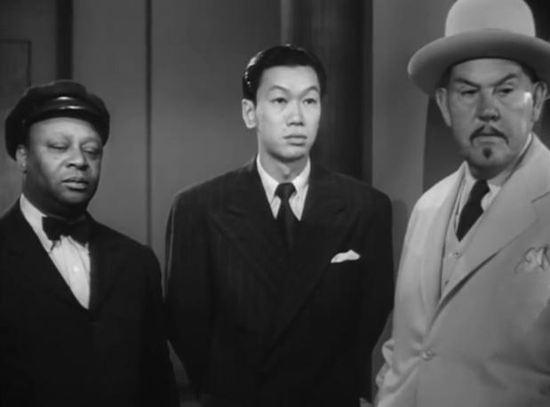 The scarlet clue (Charlie Chan sur la piste sanglante, 1945) de Phil Rosen : l'étrange décès de Gloria (HD)