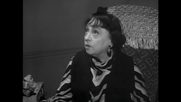 Germaine Reuver dans le film Minuit ... Quai de Bercy