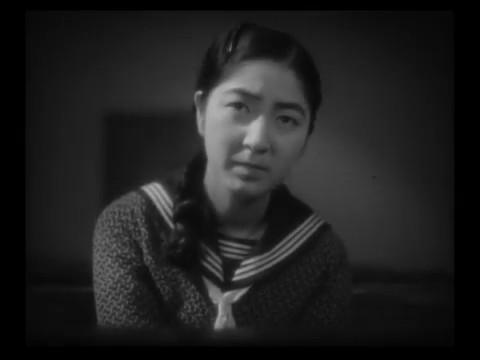 Michiko Oikawa dans le film muet japonais 港の日本娘 (Jeunes filles japonaises sur le port, 1933) de 清水 宏 (Hiroshi Simizu)