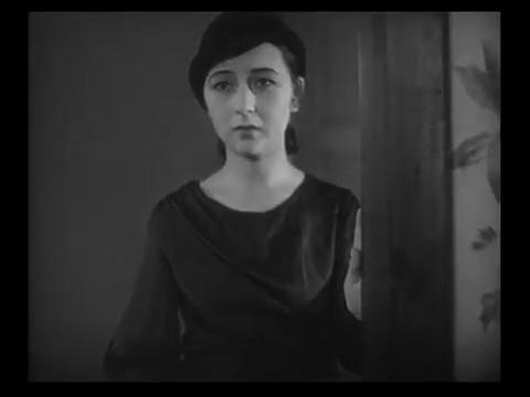 L'actrice Yukiko Inoue dans le film japonais 港の日本娘 (Jeunes filles japonaises sur le port, 1933) de 清水 宏 (Hiroshi Simizu)