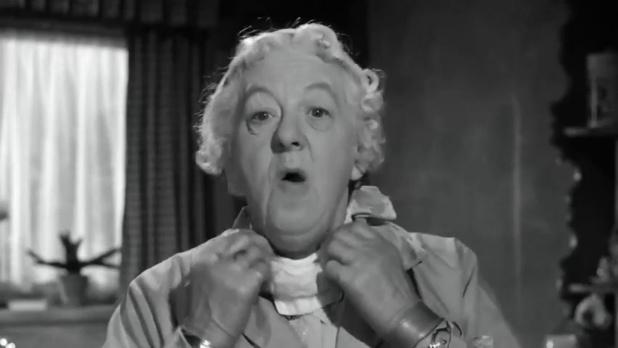 Margaret Rutherford dans Murder ahoy (Passage à tabac, 1964) de George Pollock, une aventure de miss Marple
