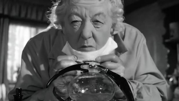 Margaret Rutherford est miss Marple dans Murder ahoy (Passage à tabac, 1964) de George Pollock