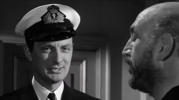 Francis Matthews et Lionel Jeffries dans Murder ahoy (Passage à tabac, 1964) de George Pollock