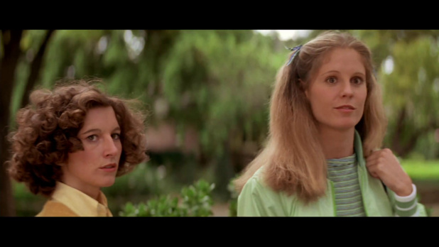 Nancy Loomis est Annie et P J Soles est Lynda dans le film Halloween (La nuit des masques, 1978) de John Carpenter
