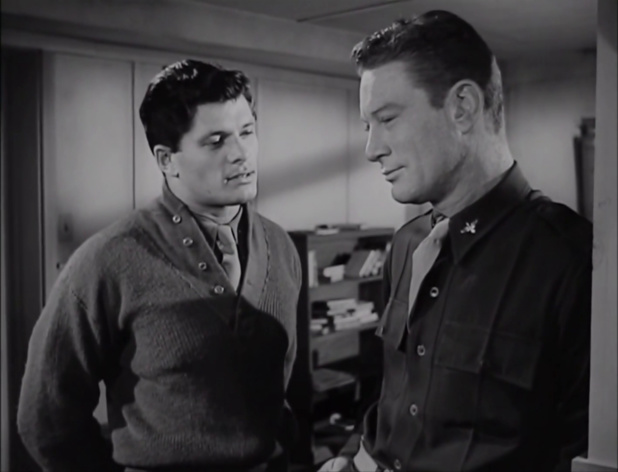 Dewey Martin et Kenneth Tobey dans le film de science-fiction The thing from another world (La chose d'un autre monde, 1951) de Christian Nyby