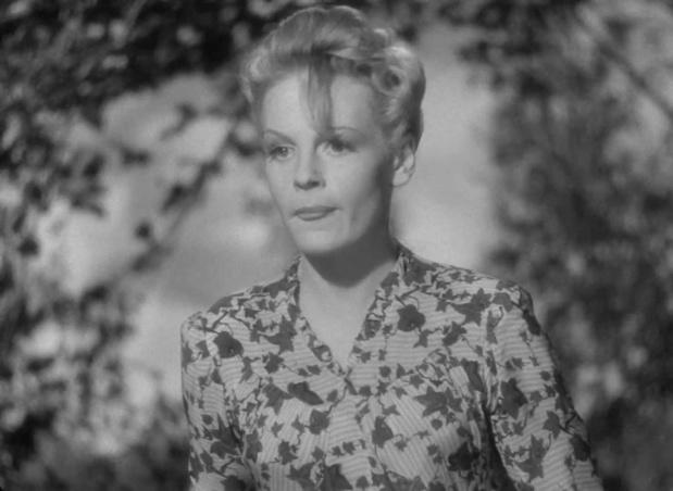 Valerie White dans le film The halfway house (L'auberge fantôme, 1944) de Basil Dearden