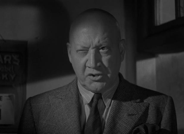 L'acteur Alfred Drayton dans le film The halfway house (L'auberge fantôme, 1944) de Basil Dearden
