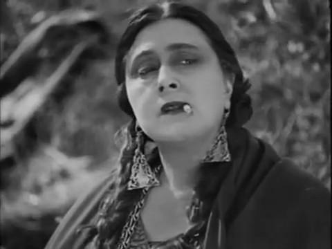 Marcelle Dullin dans Maldone (1928) de Jean Grémillon