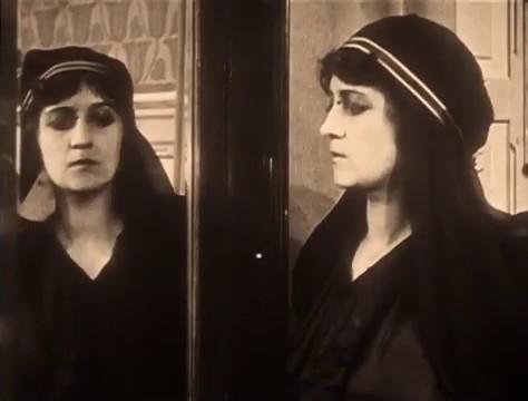 Yvette Andreyor dans le film Judex (1916) de Louis Feuillade
