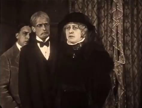 L'actrice Yvonne Dario dans le film muet Judex (1916) de Louis Feuillade