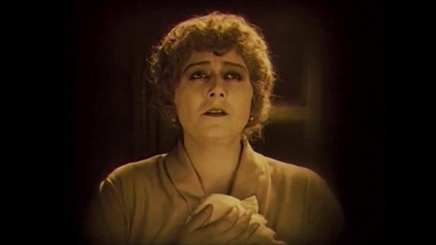 Mattyasovszky Ilona dans le film muet hongrois Egy fiúnak a fele (1924) de Géza von Bolváry