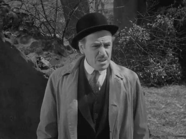 Dennis Hoey dans le film américain The house of fear (La maison de la peur, 1945) de Roy William Neill