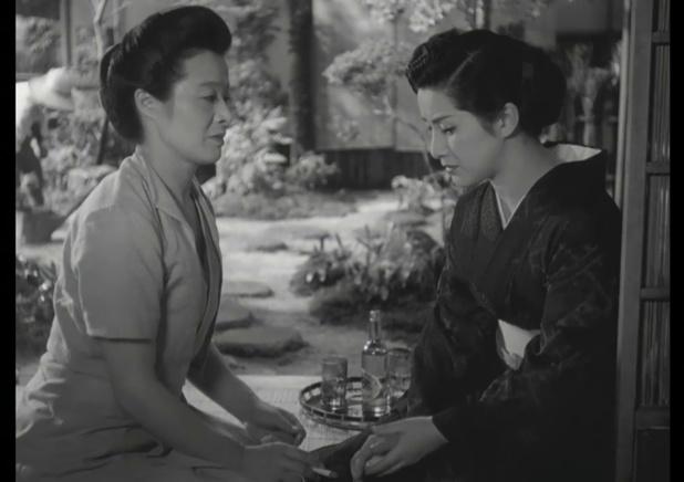 浪花千栄子 (Chieko Naniwa) et 木暮実千代 (Michiyo Kogure) dans 祇園囃子 (Les musiciens de Gion, 1953) de 溝口 健二 (Kenji Mizoguchi)