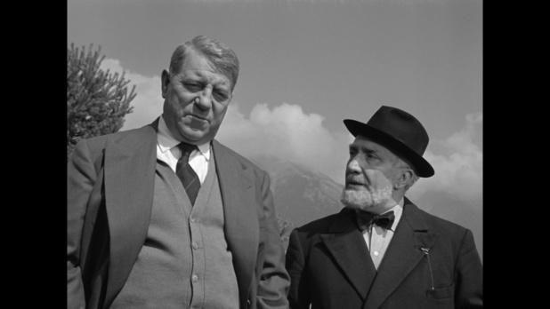 Jean Gabin et Henri Arius dans le film français Le cas du docteur Laurent (1957) de Jean-Paul Le Chanois
