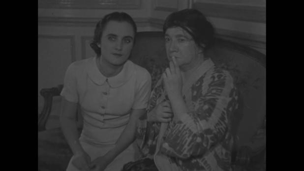Mademoiselle Laydeker et Pauline Carton dans Le roman d'un jeune homme pauvre (1935) d'Abel Gance