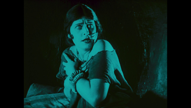 La femme du boulanger Assad dans le film muet allemand Das Wachsfigurenkabinett (Le cabinet des figures de cire, 1924) de Paul Leni