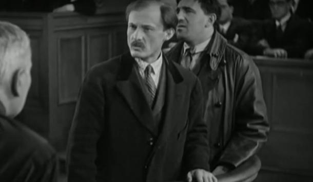 L'acteur Mihalesco dans le film Accusée, levez-vous (1930) de Maurice Tourneur