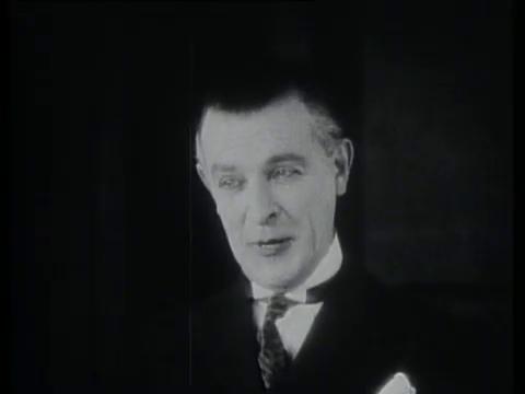 Belphégor (1927) de Henri Desfontaines : le fantôme s'en prend à Bellegarde; la mort de Simone; et Cantarelli démasqué