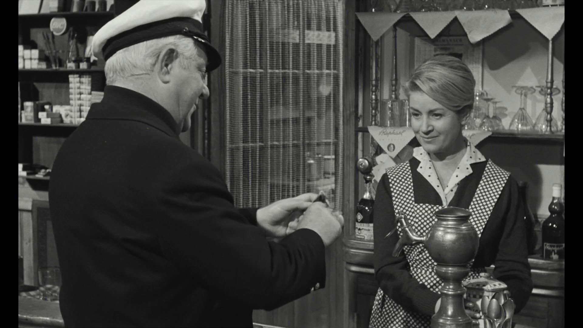 Jean Gabin et Blanchette Brunoy dans le film Le baron de l'écluse