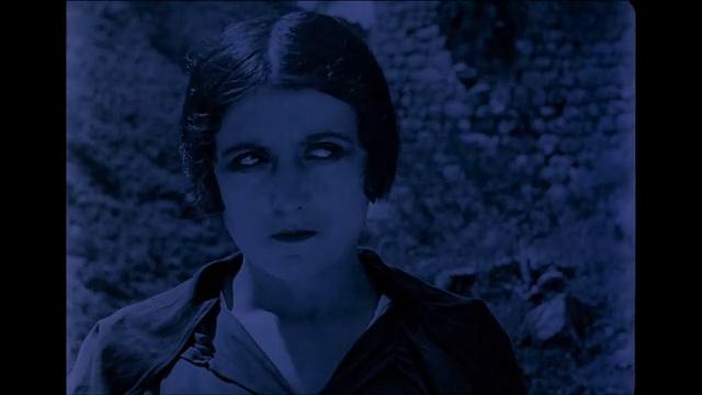 Yvonne Brionne dans Haceldama, film muet de Julien Duvivier