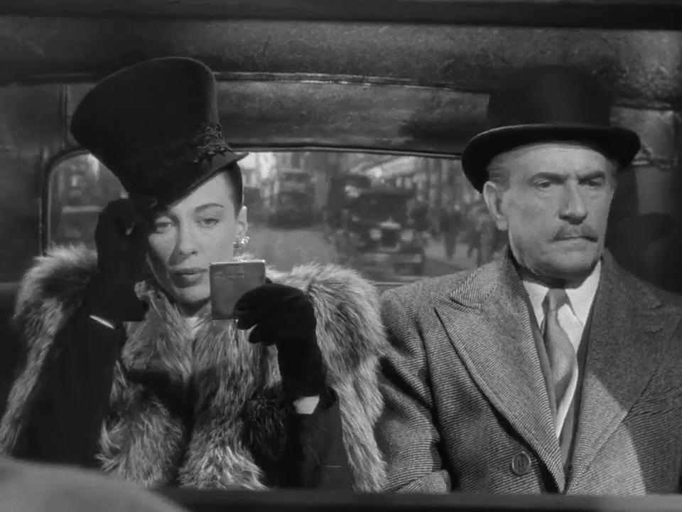 Patricia Morison et Frederic Worlock dans le film Sherlock Holmes et la clef