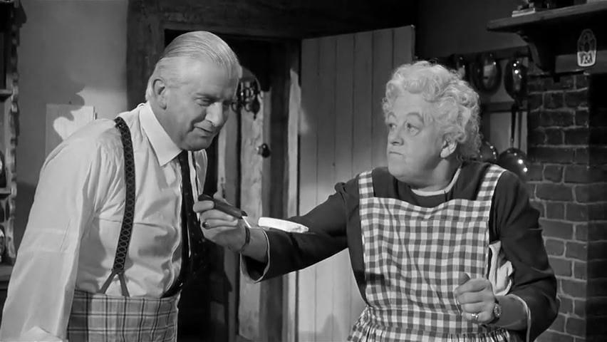 Stringer Davis et Margaret Rutherford dans le film Murder at the Gallop (Meurtre au galop, 1963) de George Pollock