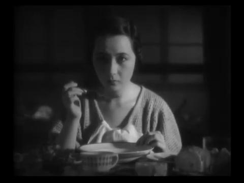 Yukiko Inoue dans 港の日本娘 (Jeunes filles japonaises sur le port, 1933) de 清水 宏 (Hiroshi Simizu)