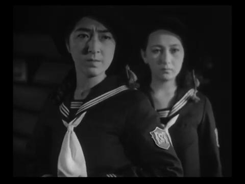Michiko Oikawa et Yukiko Inoue dans 港の日本娘 (Jeunes filles japonaises sur le port, 1933) de 清水 宏 (Hiroshi Simizu)