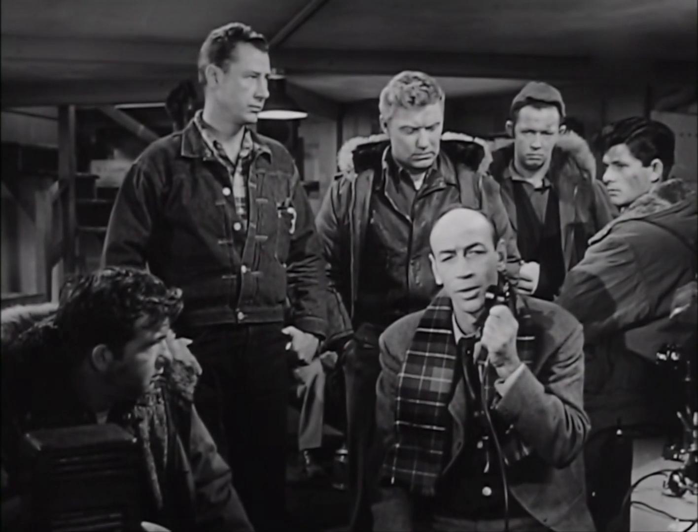 Douglas Spencer dans le film The thing from another world (La chose d'un autre monde, 1951) de Christian Nyby