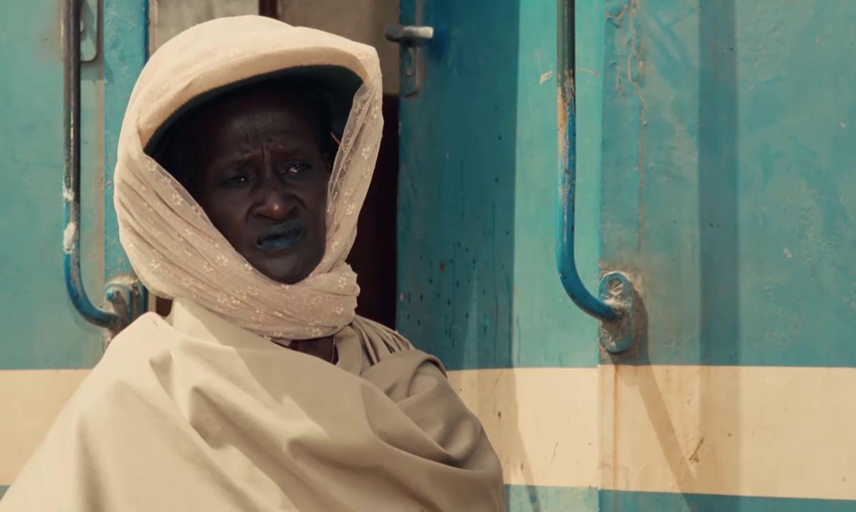 Ami Diakhate dans le film Hyènes (Ramatou, 1992) de Djibril Diop Mambéty