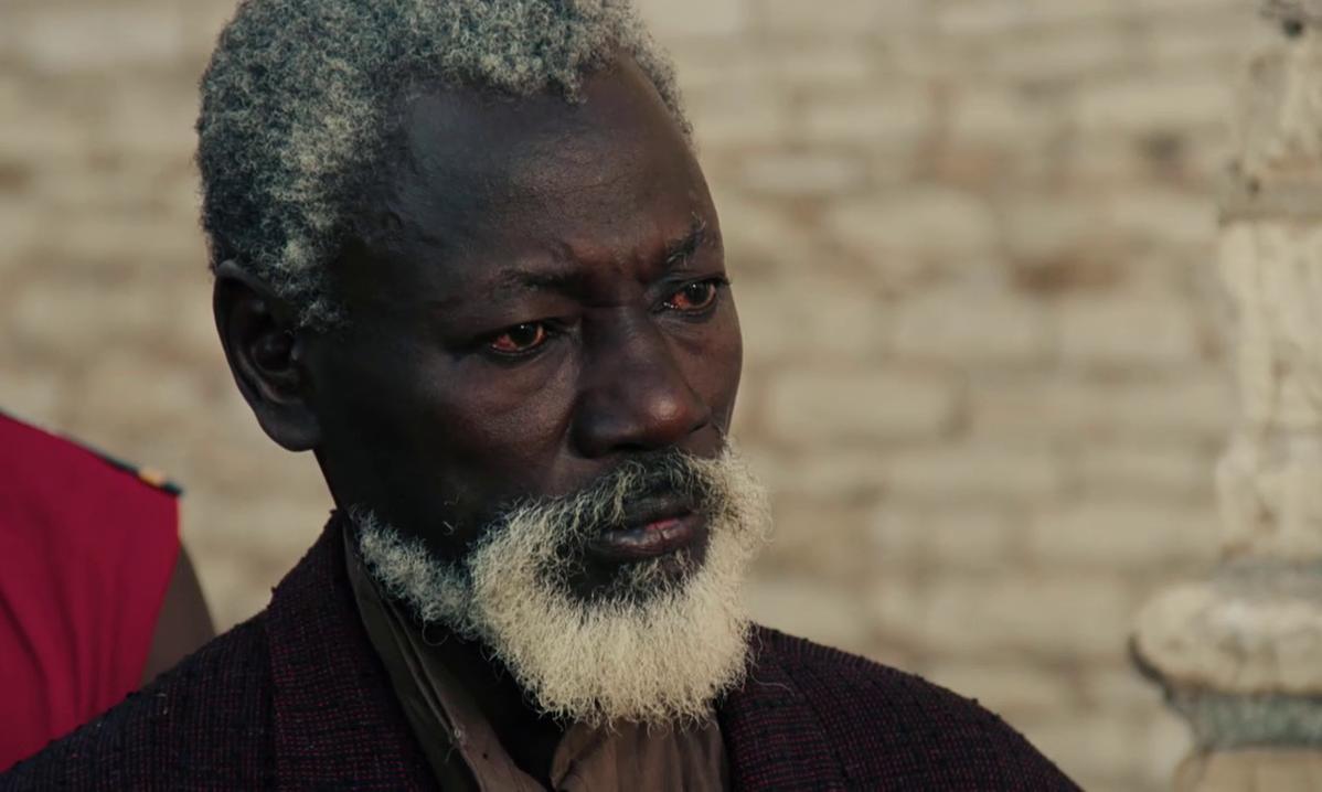 Mansour Diouf est Dramaan Drameh dans le film Hyènes (Ramatou, 1992) de Djibril Diop Mambéty
