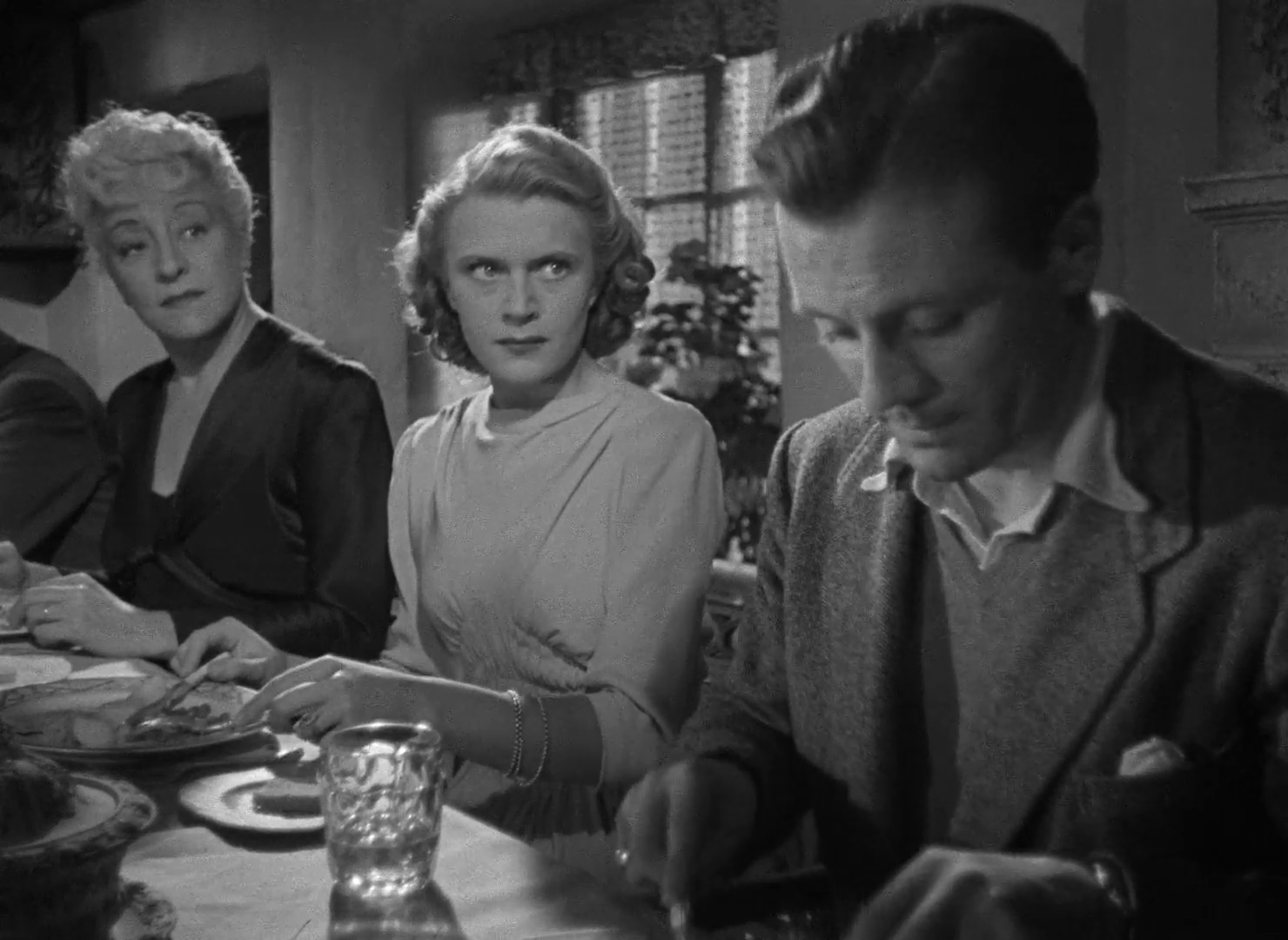 Image du film The halfway house (L'auberge fantôme, 1944) de Basil Dearden