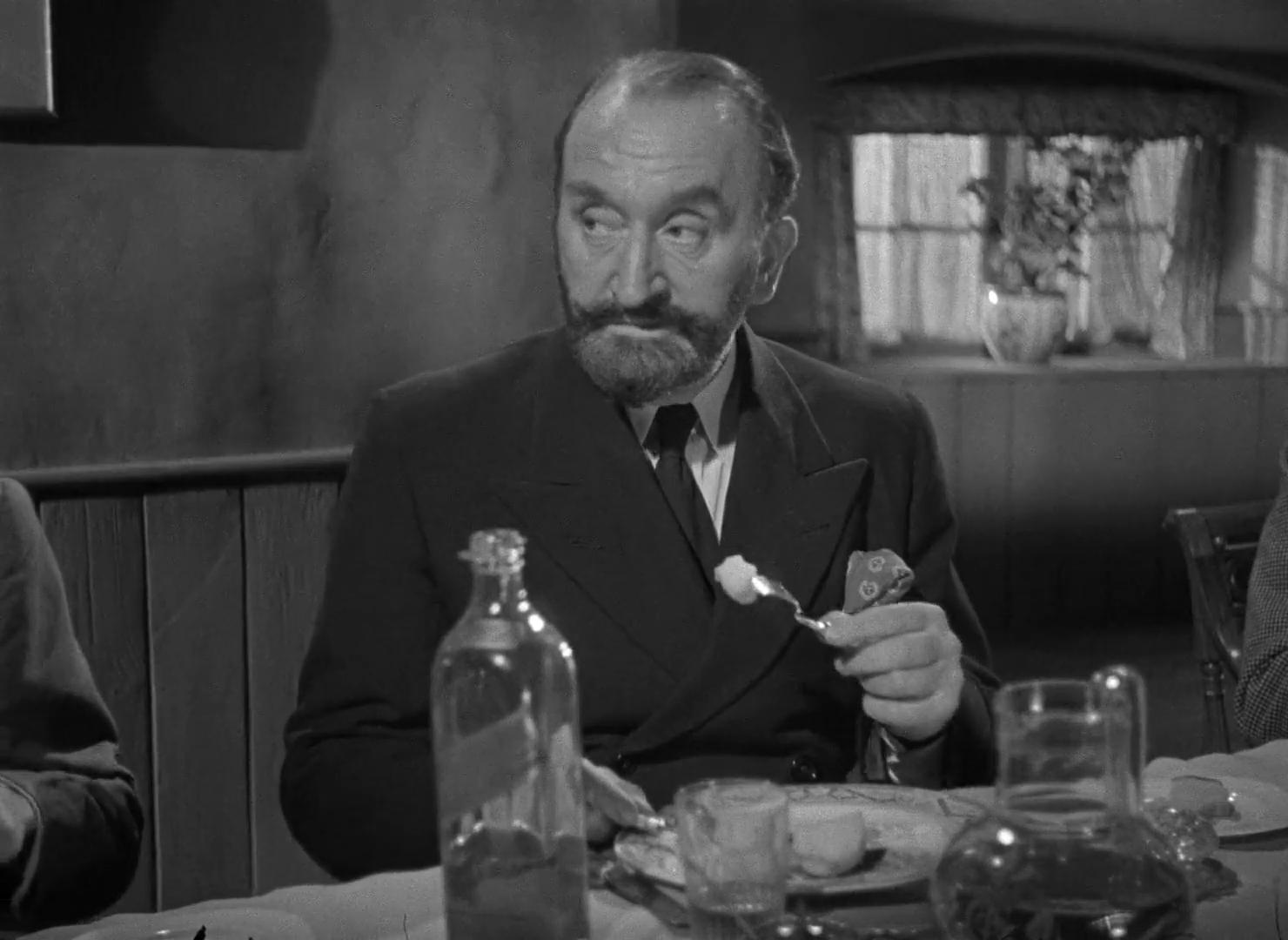 L'acteur Tom Walls dans le film The halfway house (L'auberge fantôme, 1944) de Basil Dearden