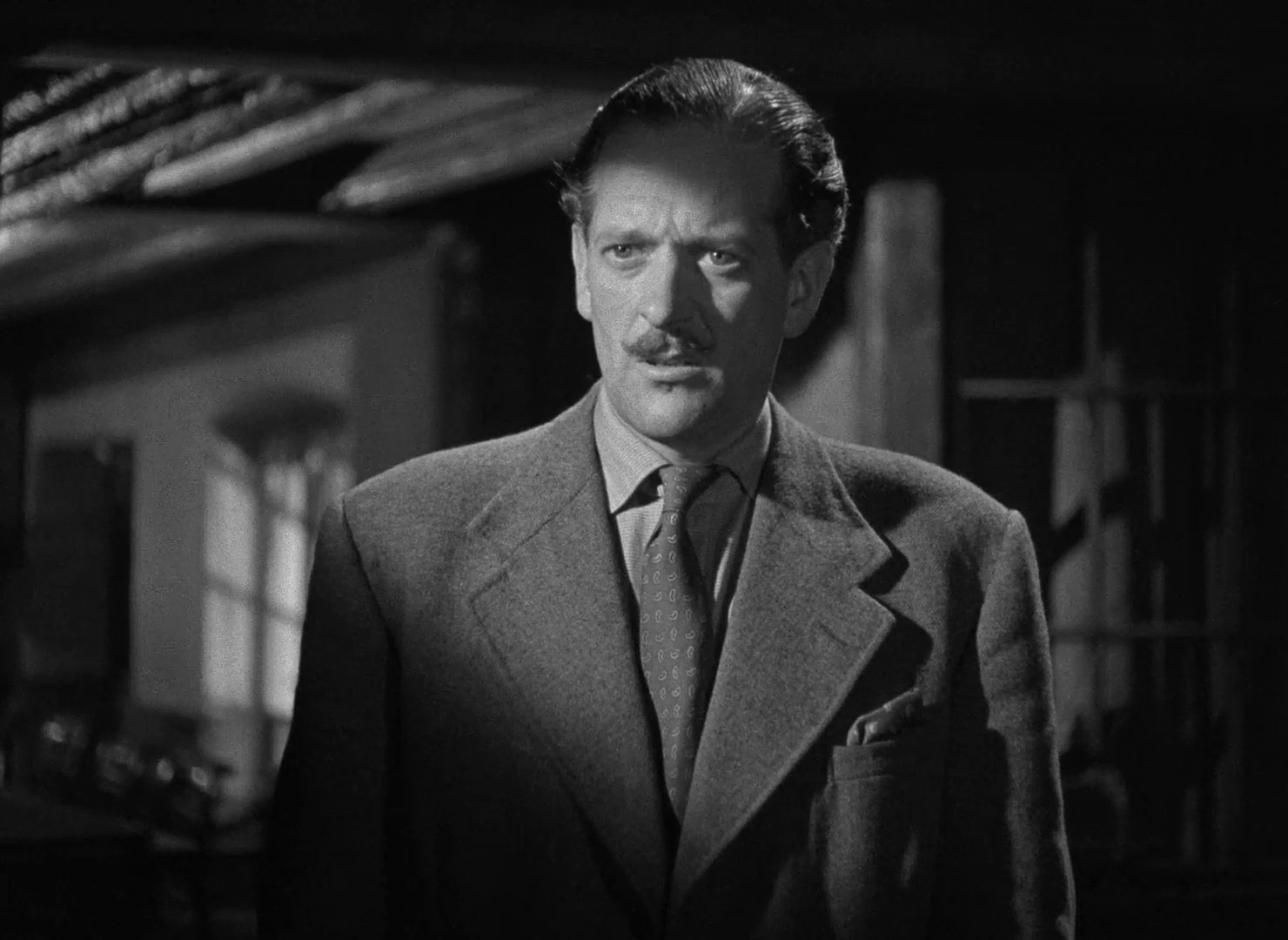 Guy Middleton dans le film The halfway house (L'auberge fantôme, 1944) de Basil Dearden