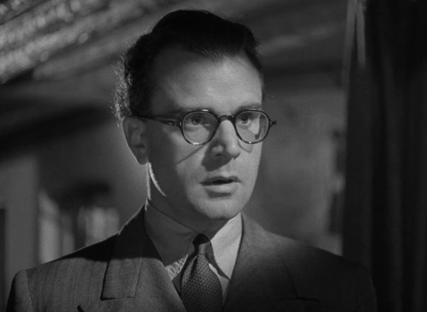 Esmond Knight dans The halfway house (L'auberge fantôme, 1944) de Basil Dearden