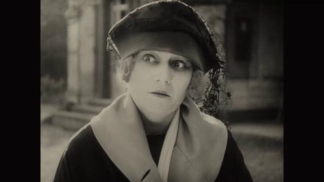Eve Francis dans le film muet La femme de nulle part (1922) de Louis Delluc