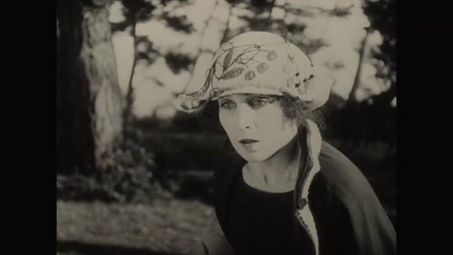 Gine Avril dans le film La femme de nulle part (1922) de Louis Delluc