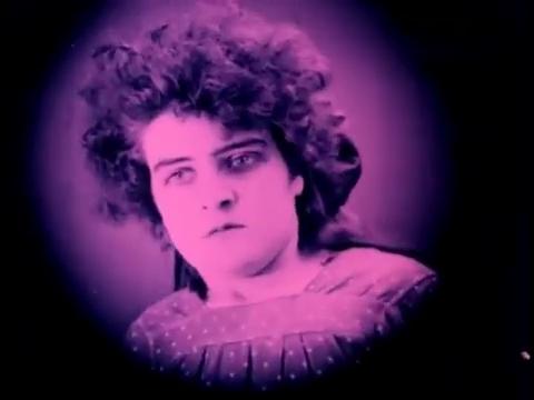 Lily Charlier dans le film muet belge La jeune Belgique (1922) d'Armand du Plessy