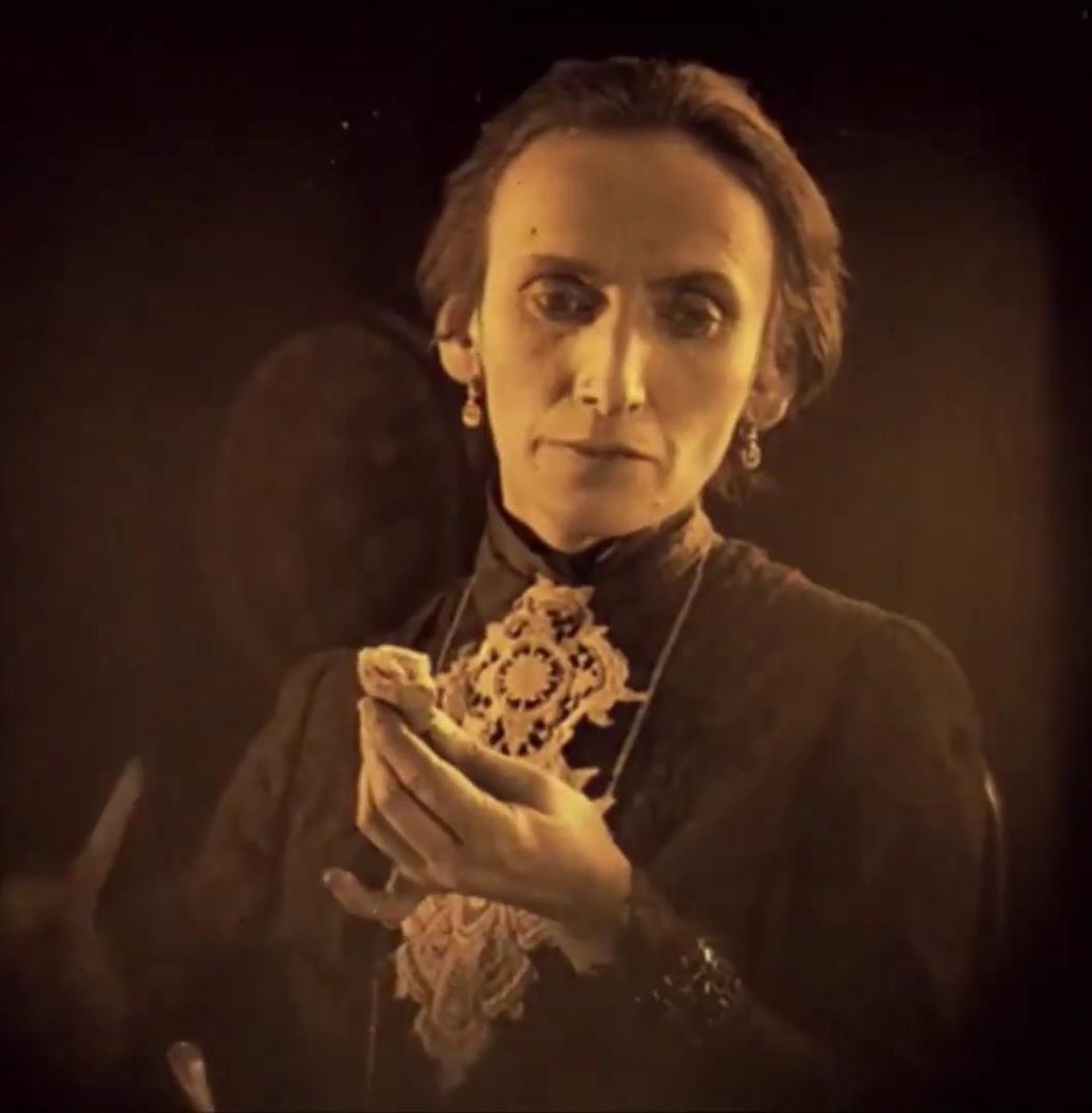 Kürti Teréz dans le film hongrois Egy fiúnak a fele (1924) de Géza von Bolváry